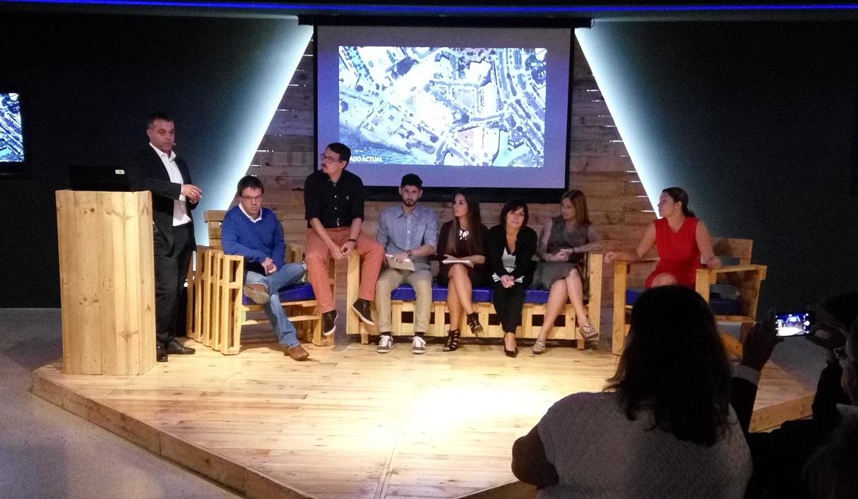 Foto del equipo técnico responsable del PMM de Arona durante la exposición.